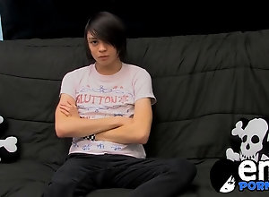 emo,jerking off,solo,twink Roxy moans as he...