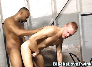 anal,hardcore,feet,fetish Black guy jizzes...