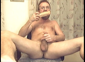 old,dildo,hairy,toy,wanking big dick guy from...