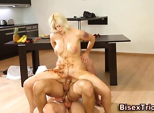 blowjob,hunk,muscle,threesome Bisexual dude...