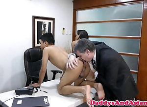blowjob,facial,threesome Oldman rims two...